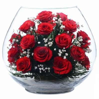Композиции из настоящих алых роз