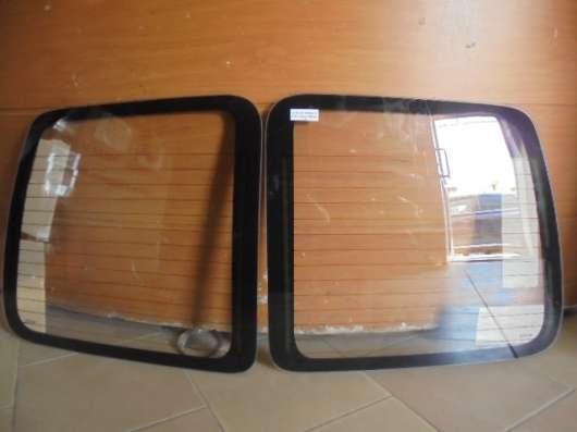 Комплект стекол для задних дверей на Peugeot Partner 2007г