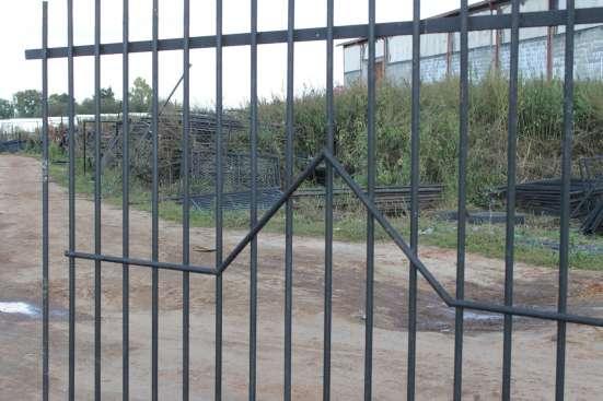 Заборная секция с сеткой