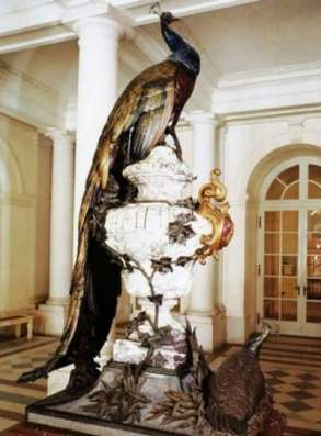 Скульптура павлина из металла