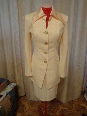 Продам женский костюм (делового стиля)