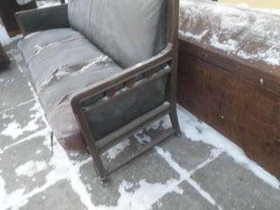 Старинный  дубовый  диван..  Россия