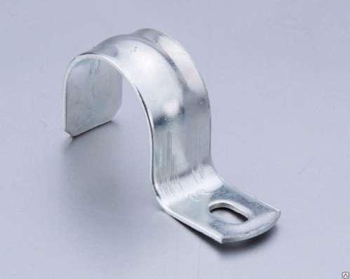 Скоба металлическая двухлапковая 48-60 мм