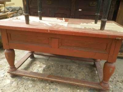 Старинный  столик