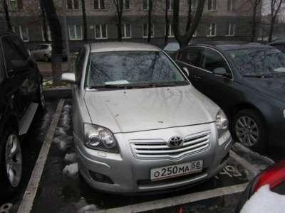 автомобиль Toyota Avensis