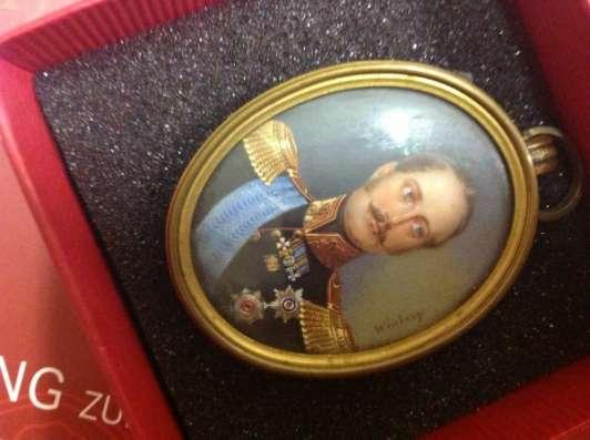 Миниатюра с изображением Императора Российского Николая I в мундире с эполетами, живопись на кости, подписная, художник  Ivan W