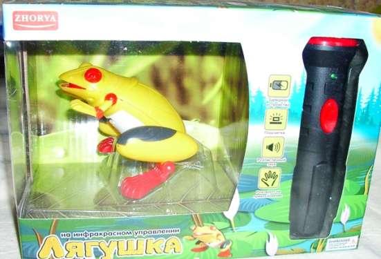 Лягушка на инфракрасном управлении с фонариком на аккумулято