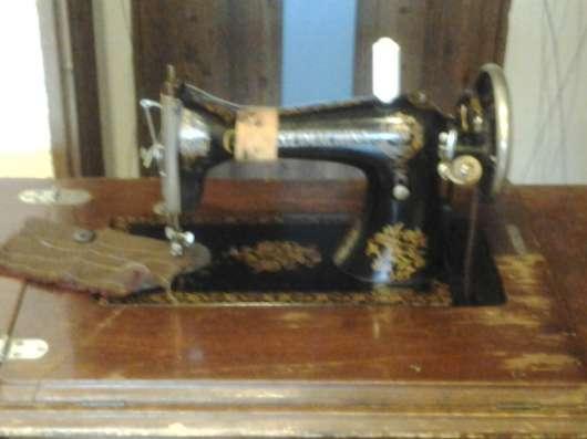 Продается ножная швейная машинка
