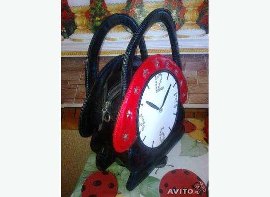 Интересная сумка в виде часов